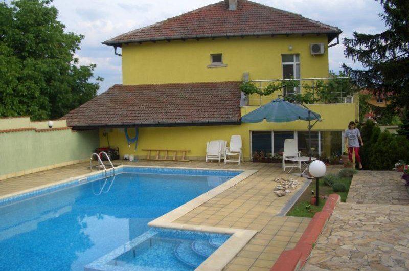 Къща с басейн 400m2