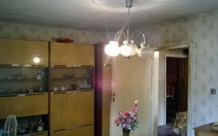 Продава – Етаж от къща